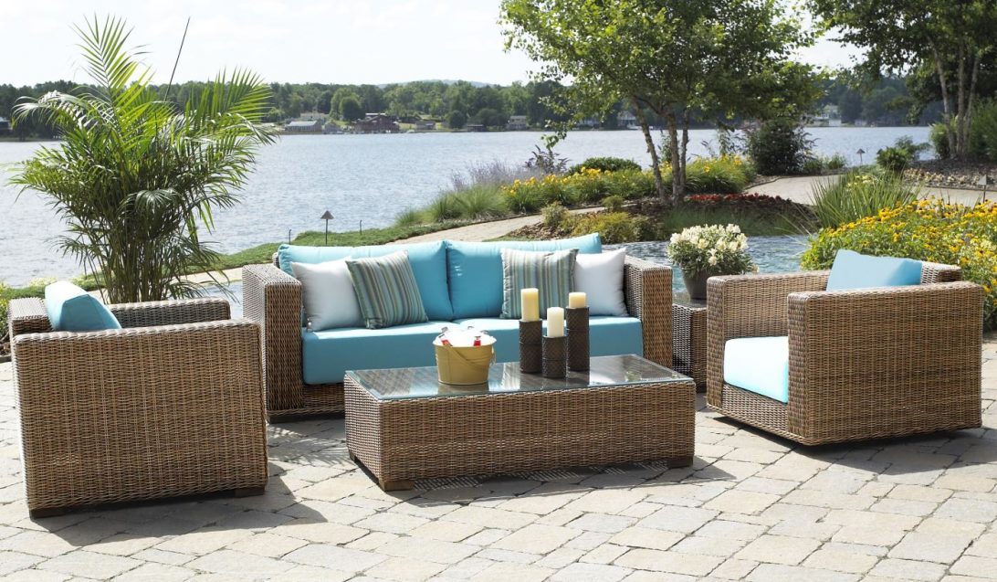 Buyer's guide to wicker garden furniture